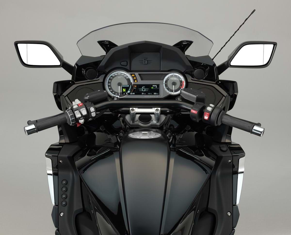 Review: BMW K1600B • The Bike Market