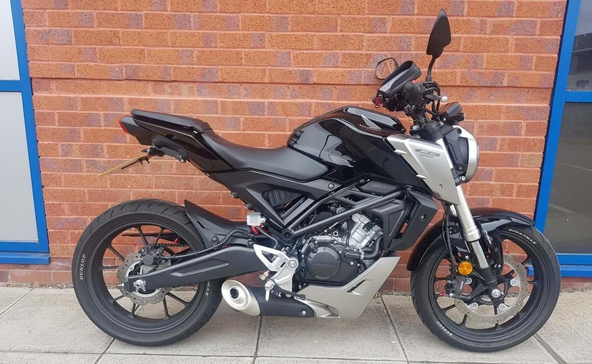 HONDA CB125R 2018 125 cm3   moto roadster   842 km   Blanc
