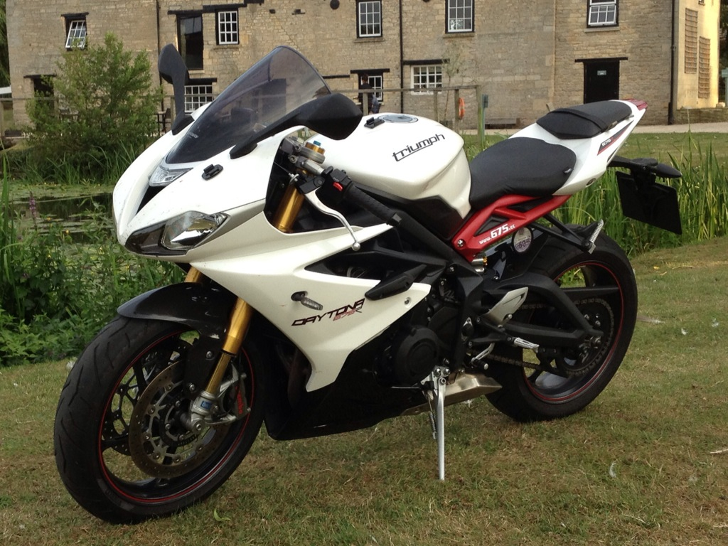 triumph daytona 675r 2011 2017 for sale price guide thebikemarket. Black Bedroom Furniture Sets. Home Design Ideas